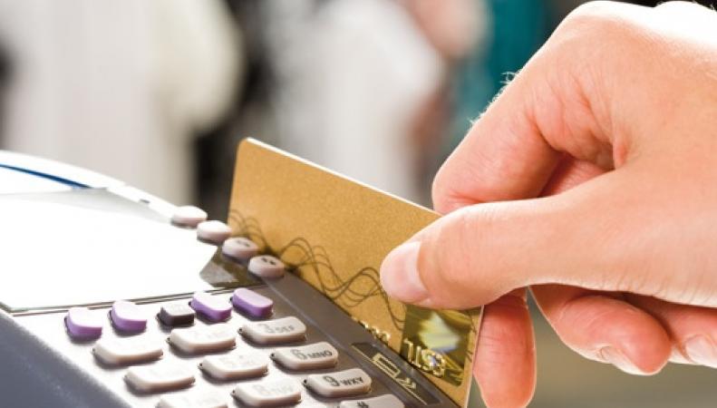 В Великобритании отменят комиссию при оплате покупок банковскими картами фото:yourmoney.com
