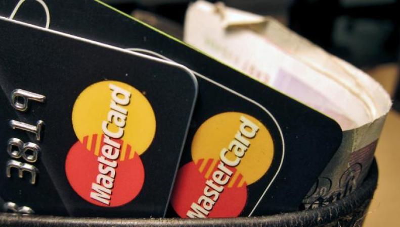 Британцы переплачивают по кредитным картам миллионы фунтов стерлингов в год фото:thetimes.co.uk