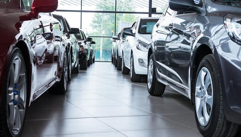 Продажи автомобилей в Великобритании стремительно падают