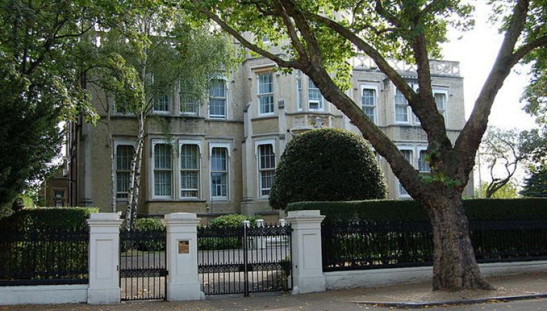 Посольство России в Лондоне с юмором указало британскому СМИ на его ошибку