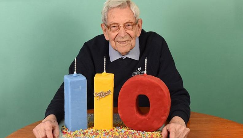 Старейшие британские мужчины отметят двести двадцать лет на двоих