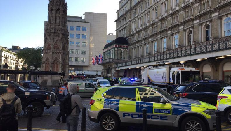 Вокзал Черинг Кросс закрылся из-за «мужчины с бомбой» на путях