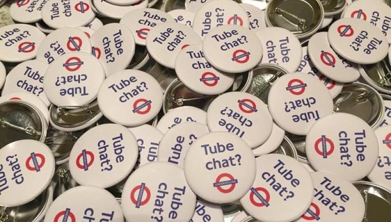 Неизвестные пытаются спровоцировать лондонцев на разговоры в метро фото:theguardian.com