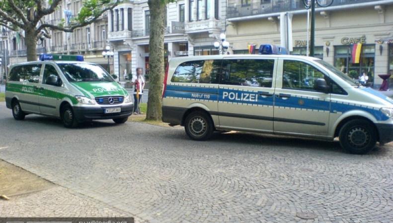 Человек с оружием, кафе в Германии, спецназ