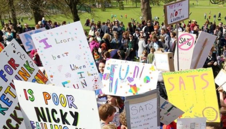 Первая детская забастовка в Англии прошла незамеченной из-за слабой организации фото:bbc.com