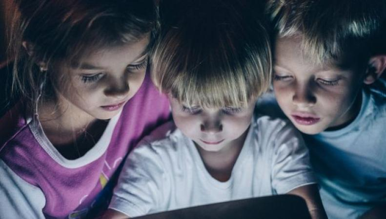 Британские врачи оценили угрозу здоровью детей от современных гаджетов