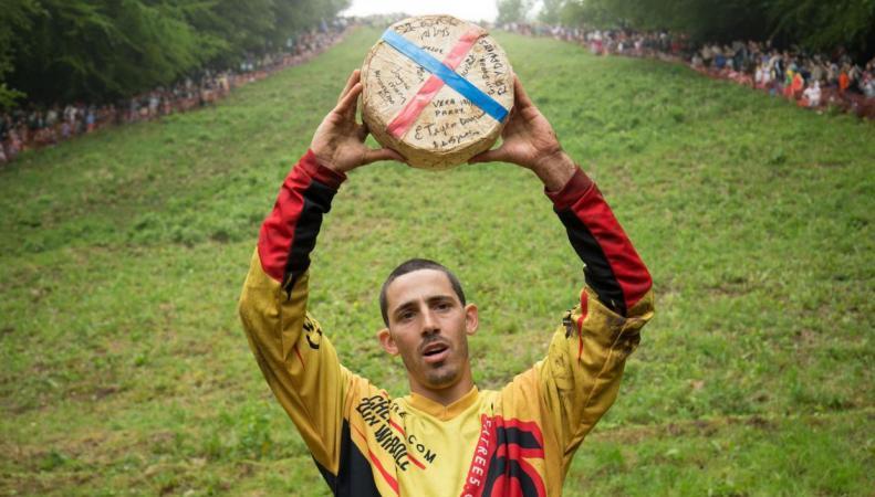 В Глостершире состоялись традиционные сырные бега