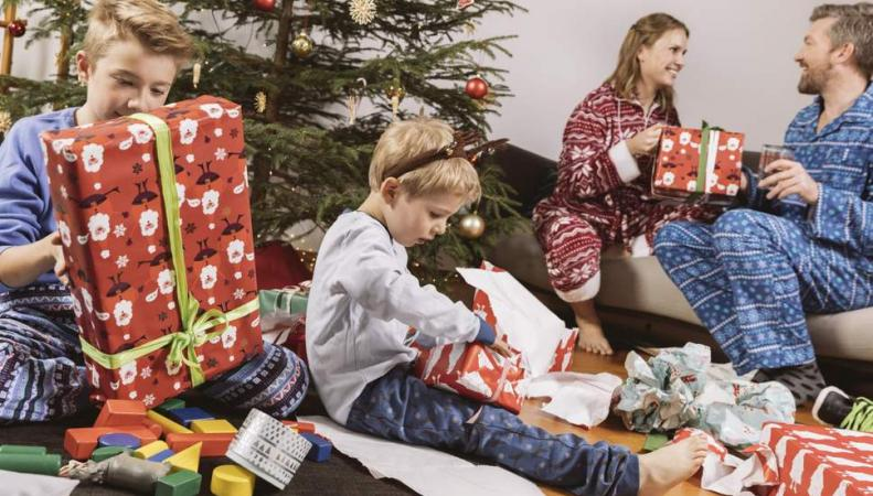 Британцы хотят снега и семь подарков на Рождество