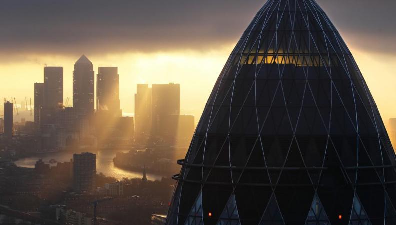 Франция жаждет забрать себе крупный лондонский бизнес фото:independent.co.uk
