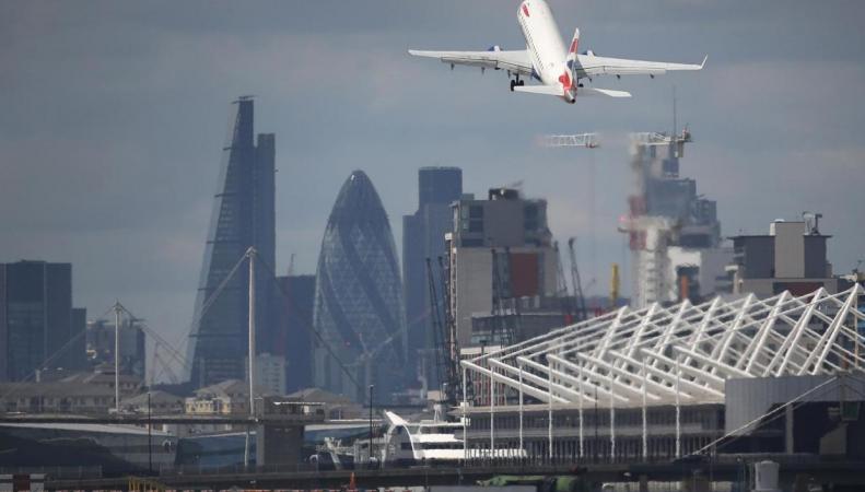Изменение глиссады аэропорта London City привело к росту шумового загрязнения в городе фото:standard.co.uk