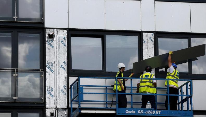 Британское правительство отказалось выделять деньги на демонтаж пожароопасного сайдинга