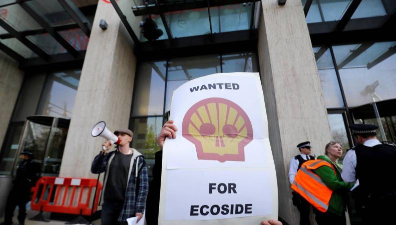 На акции экологического протеста в центре Лондона задержаны более пятидесяти человек