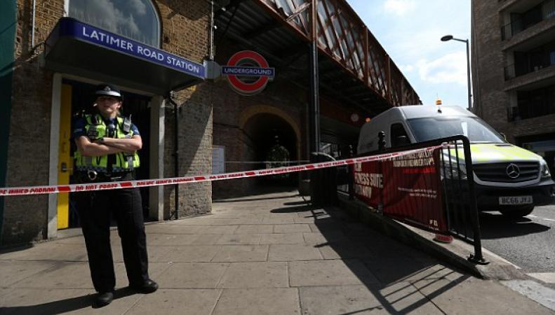 Станции лондонского метро закрыты из-за угрозы обрушения сгоревшей высотки фото:dailymail