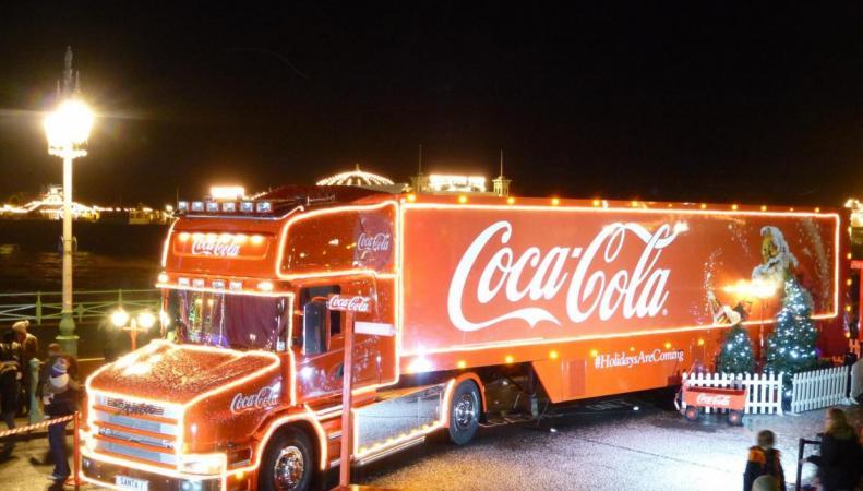 Рождественский грузовик Coca-Cola отправляется в путешествие по Великобритании