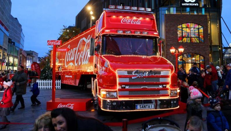 Жители Ливерпуля требуют запретить визит рождественского грузовика Coca-Cola