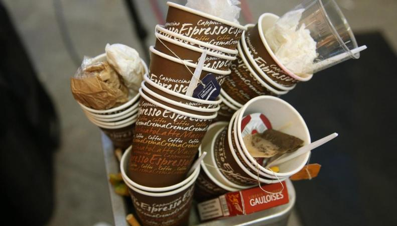 Британское правительство не будет запрещать кофейные стаканы
