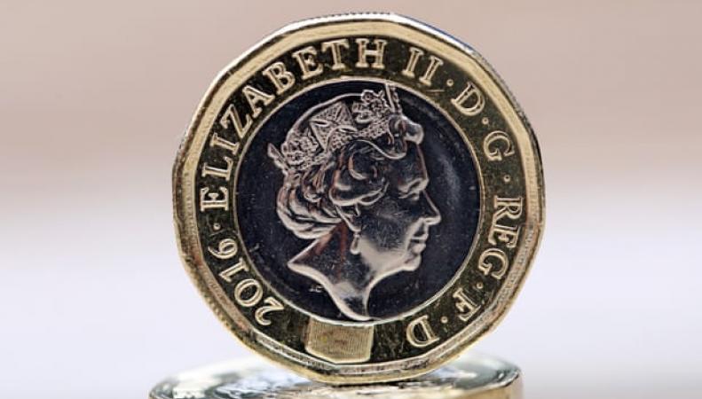 Двенадцатигранная однофунтовая монета входит в обращение в Британских заморских территориях