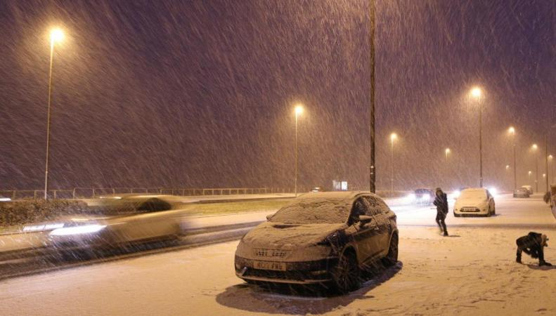 Снег и гололедица снова атакуют север и запад Великобритании