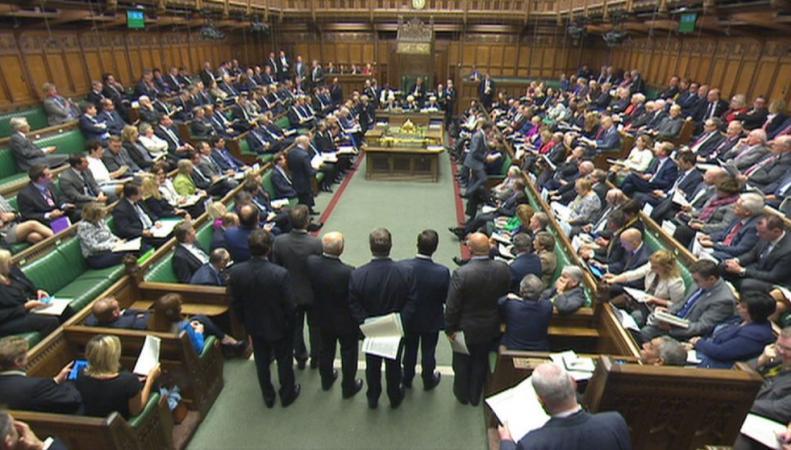 Уровень доверия к британским политикам в обществе упал до рекордного минимума фото:skynews