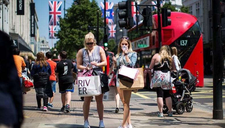 Потребительские расходы в Великобритании снижаются три месяца подряд