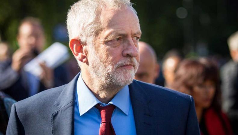 Лейбористы потребовали отставки Джереми Корбина фото:standard.co.uk