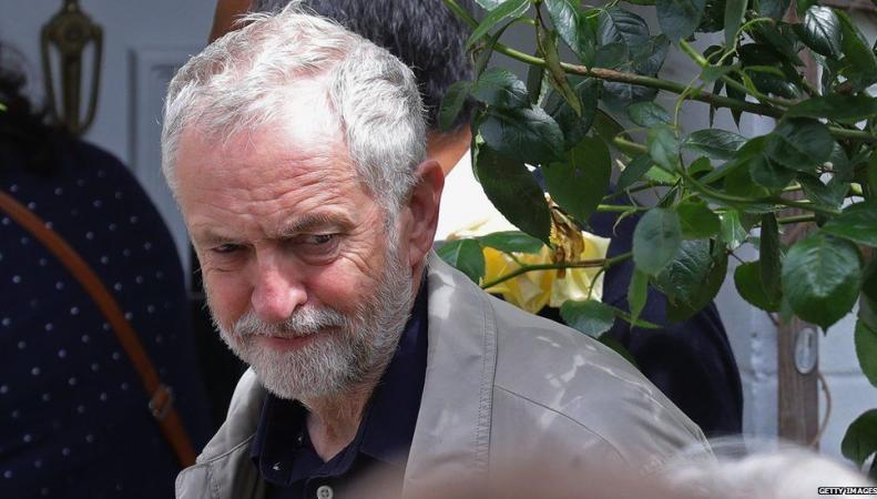 Новые отставки в рядах лейбористов и возможные перевыборы фото:bbc.com