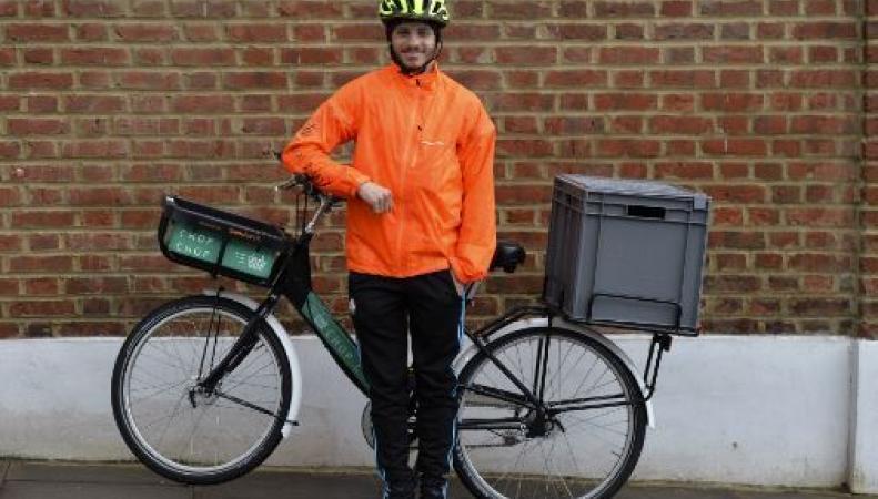 Sainsbury`s пересадил курьеров на велосипеды фото:thesun.co.uk