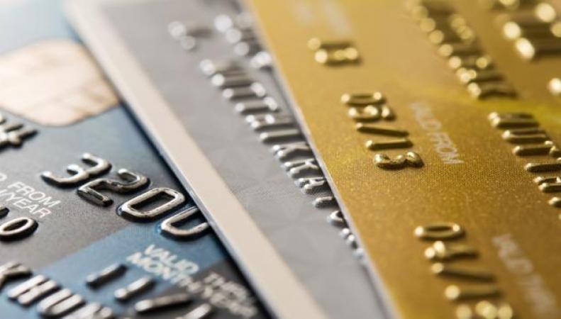 Повышение кредитных лимитов загоняет британцев в долги фото:bt.com