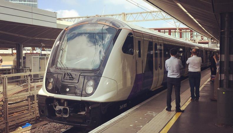 Первый поезд линии Elizabeth Line введен в эксплуатацию фото:twitter