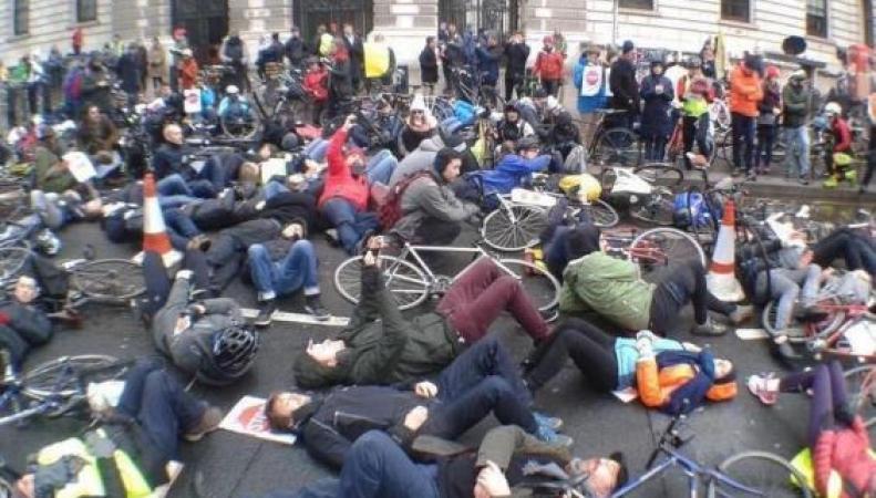 На дорогах Лондона за неделю погибли три велосипедиста фото:standard.co.uk