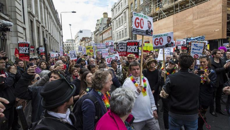 Демонстрация с требованием отставки Кэмерона