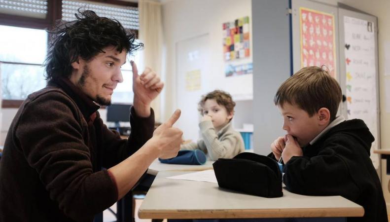 Британское правительство введет язык жестов в перечень государственных экзаменов