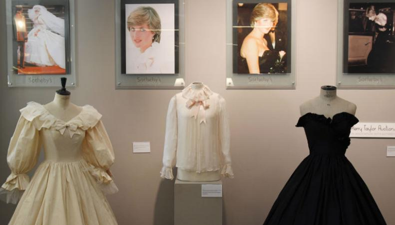 Выставка нарядов принцессы Дианы открывается в Кенсингтонском дворце фото:dailymail.co.uk