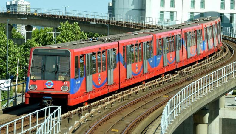 Доклендское легкое метро обновит подвижной состав