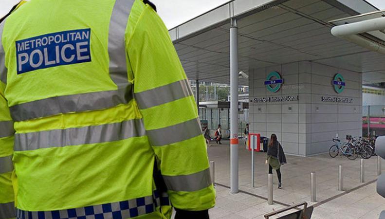 На станции DLR в час-пик мужчину пырнули ножом