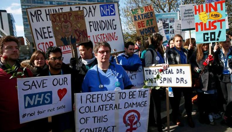 Молодые врачи NHS могут пойти под суд за продолжительные забастовки фото:theguardian.com