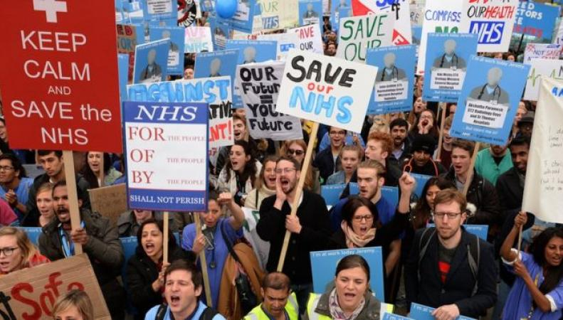Британское правительство и медицинский профсоюз согласовали контракт молодых врачей фото:bbc.com