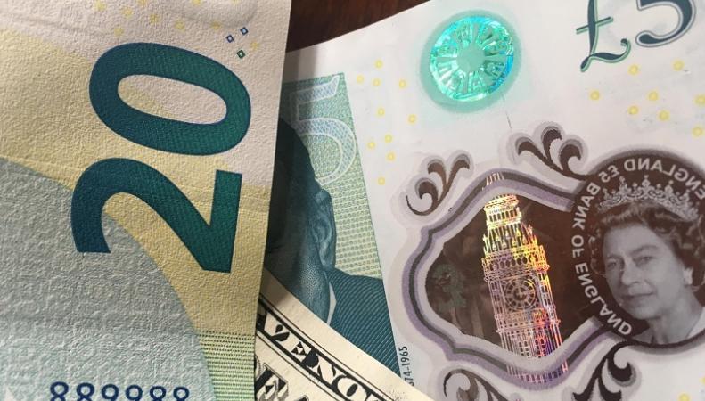 Курс фунта стерлингов продолжает снижение в предчувствии жесткого Брекзита