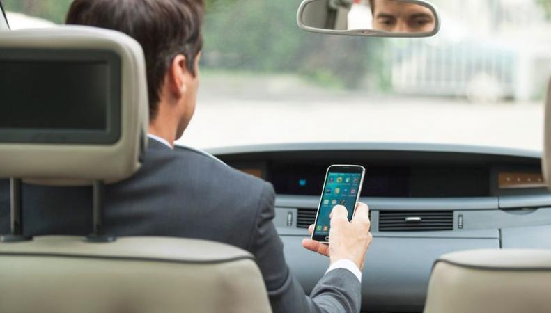 Британские водители игнорируют новое наказание за разговоры за рулем