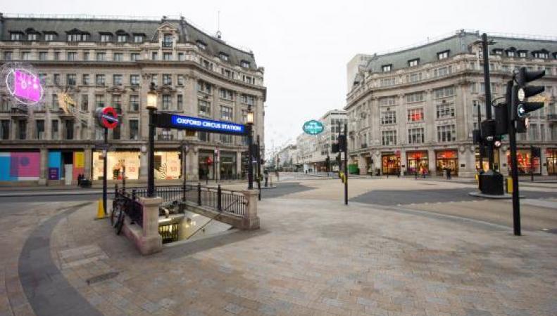 Все праздновали Рождество дома - улицы Лондона пусты