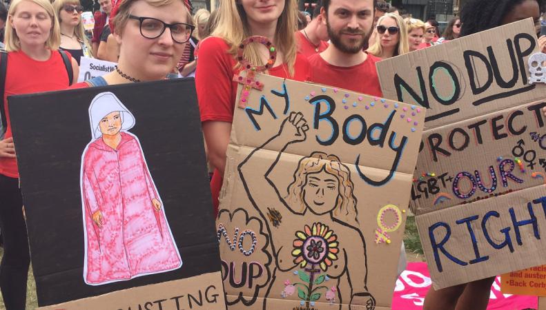 В Лондоне прошел Женский марш против коалиции консерваторов и DUP  фото:independent