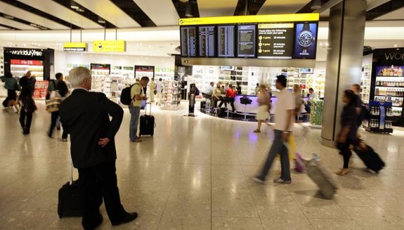 Британские власти намерены ограничить продажу спиртного в аэропортах