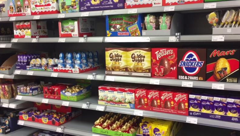 Чтоб два раза не ходить: британские супермаркеты начали продавать пасхальные яйца