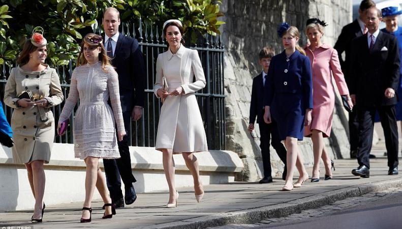 Королевская семья посетила пасхальное богослужение  в Виндзоре фото:dailymail