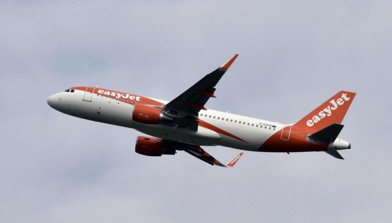 Жертвой овербукинга на рейсе EasyJet стал несовершеннолетний пассажир
