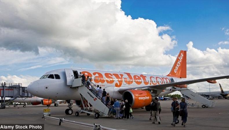 Британскую авиакомпанию затронул глобальный скандал по поводу практики овербукинга фото:dailymail