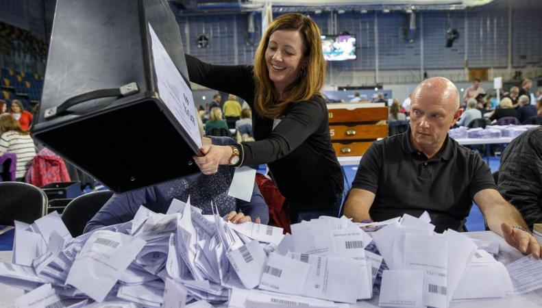Столетие всеобщего избирательного права в Великобритании: Кто до сих пор без голоса?