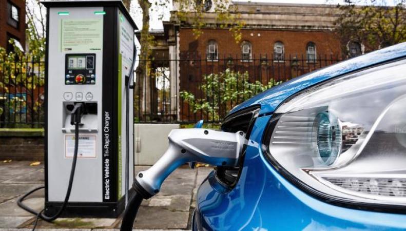 Владельцам электромобилей в Великобритании регламентируют время зарядки