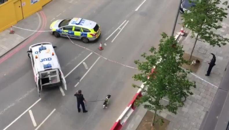 Милиция  Великобритании  провела контролируемый взрыв упосольства США встолице Англии