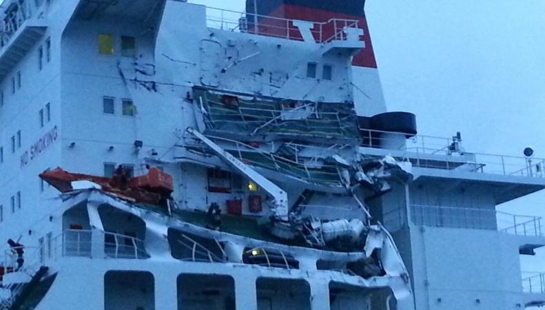 В водах Ла-Манша столкнулись танкер  и контейнеровоз фото:independent